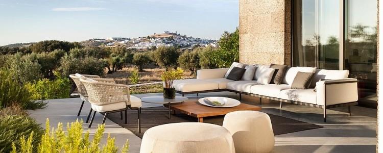 19 Gorgeous DIY outdoor decor ideas for patios, porches, & backyards
